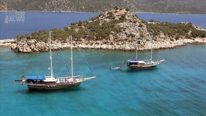 Dolphin island boat trip Side